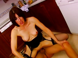 french mature get fucked in kitchen troia salope