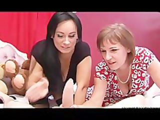 Two matures are maltreating a cock