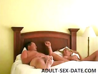Amateur Lunch Break Fuck With Cheating House WIfe