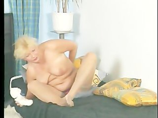 Chubby MILF plays with her pussy