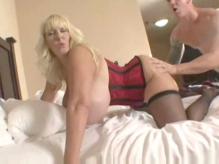 Hot Huge-Titted Mature Cougar Kayla Kleevage