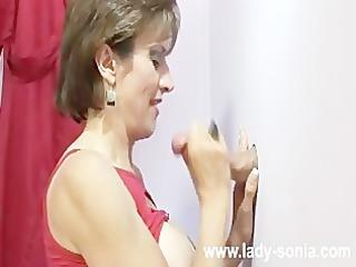 Amateur Lady Sonia gloryhole cumshot