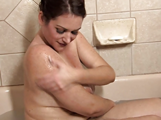 Amazing Mature Takes a Bath