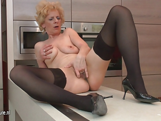 Ugly mature slut loves to masturbate in her
