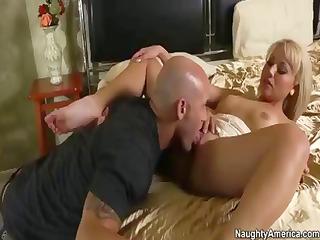 Slutty blonde MILF Jasmine Tame trades head then