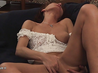 Mature slut mom play with her old pussy