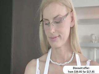 Blonde stepmom Darryl Hanah irresistable