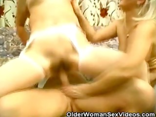 These Grannies Lovin That Threesome