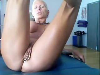 Bysty MILF Heather with 15 piercing rings in her