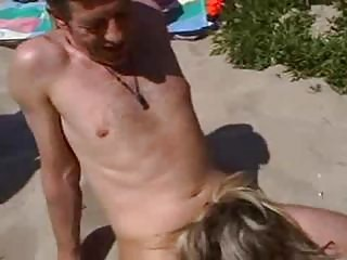 Banging amateur wife on the beach
